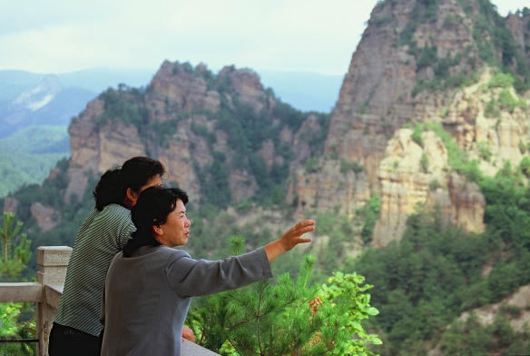 Two tourists enjoy the view at Chilbosan in North Hamgyong province, DPRK in September 2011. Image credit Frühtau via Flickr.