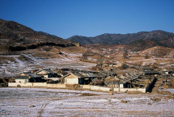 A small town in Sonchon county in North Pyongan province, DPRK in September 2011. Image credit Frühtau via Flickr.