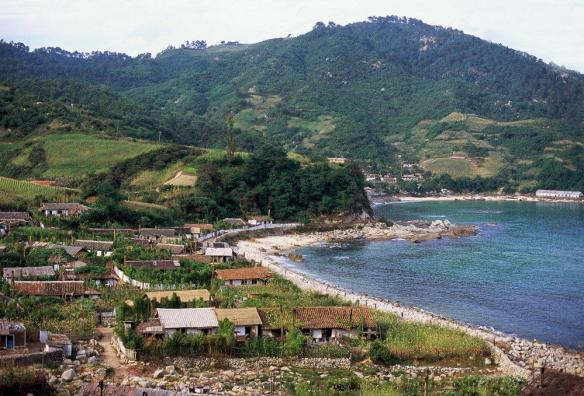 A small fishing village on the east coast of North Korea in September 2011. Image credit Frühtau via Flickr.